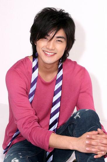 Майк Хэ начал свою карьеру с небольшой роли в популярном тайваньском...