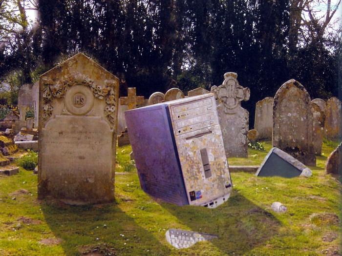 Под Киевом вандалы глумились над надгробиями