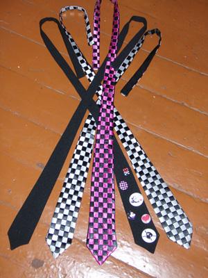 Галстуки сделаны из атласных лент.  Длина 110 см, ширина 7 см. Размеры и цвет могут быть изменены по заказу.