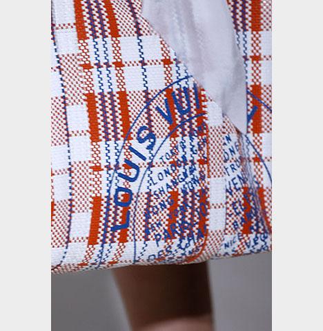 ...рекорды везде. курьерская доставка сумок с рисунком смайлы на отдыхе.