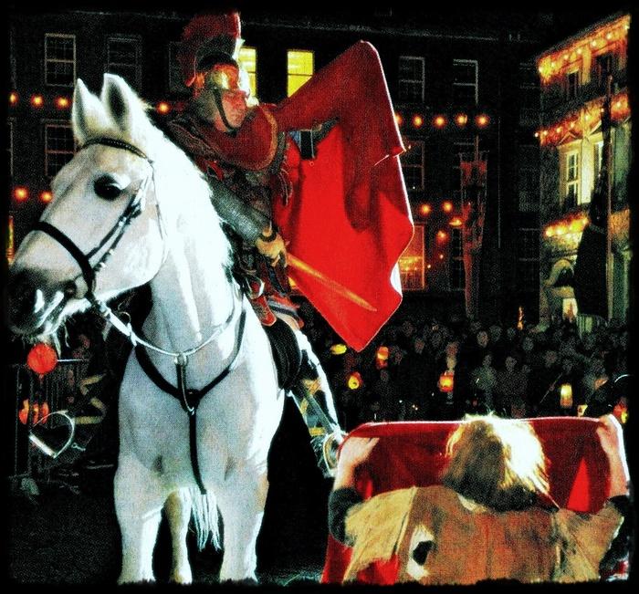 """Посмотрите на детское празднование Laternenumzug (""""Шествие с фонариками"""") в Дюссельдорфе"""