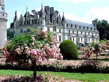 Да вообще, все замки Луары очень красивые.  Жду Ваших откликов.