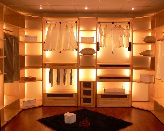 В развитых западных странах гардеробная комната давно уже является непременным атрибутом дома или квартиры.