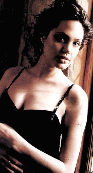 """Спасибо за информацию.  Добавим.  Неполная фильмография Анджелины Джоли, она снялась еще в фильме  """"ХАКЕРЫ """"."""