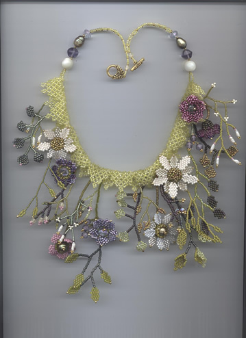 crafty jewelry: beaded flowers.