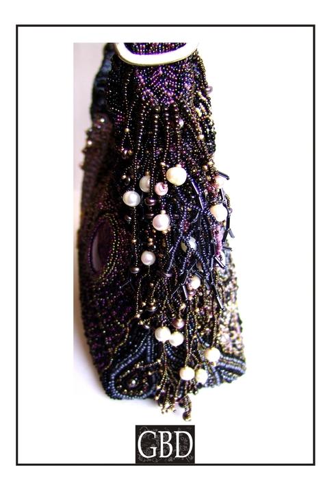 ...то доделала свою сумку Бабочку.  Материалы - бисер, бусины, жемчуг...