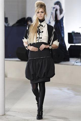 ...и команда Chanel прибыли в город на этой неделе под блеск фотовспышек...