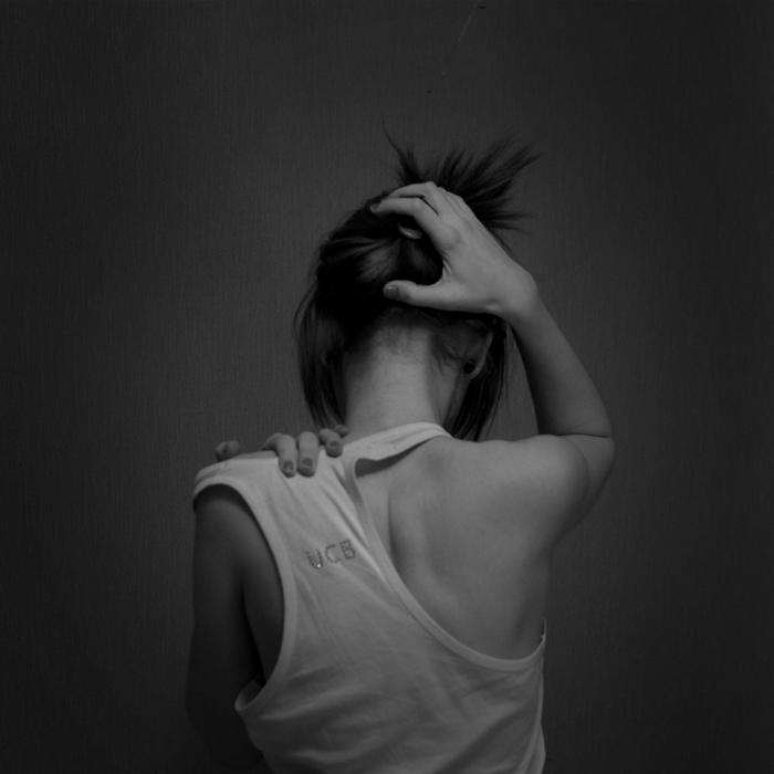 фоэо черно-белое девушки со спины спасибо) работаю горничной