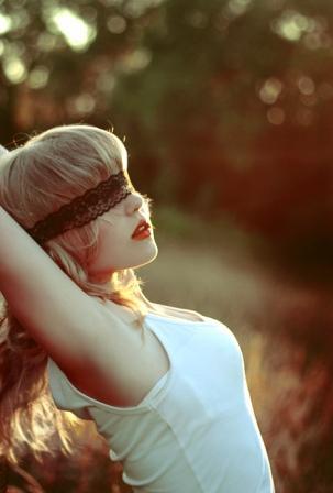 Девушки на аву с завязанными глазами фото 85-722