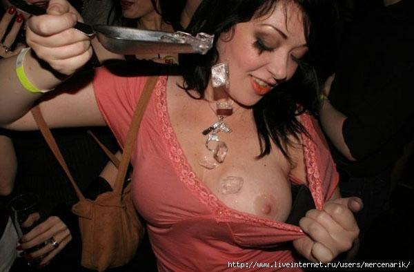 В секс-клубах эротичная атмосфера не менее важна, чем секс как таковой, пос