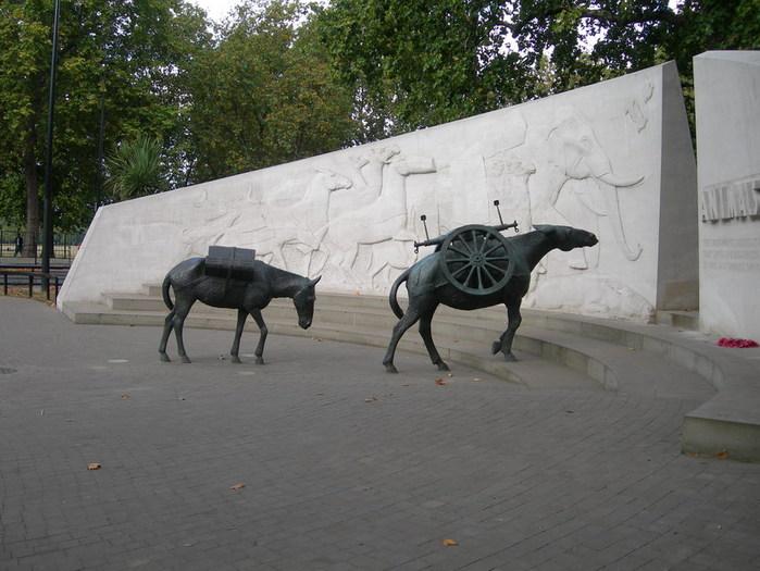 http://img0.liveinternet.ru/images/attach/b/3/19/19/19019561_london_pam_voen_zhiv.jpg