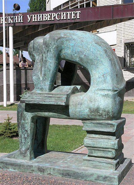 http://img0.liveinternet.ru/images/attach/b/3/20/40/20040725_saratov_student.jpg