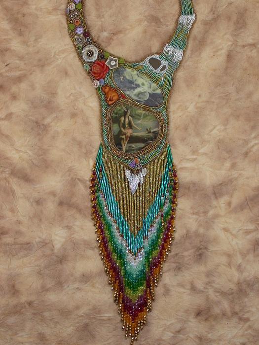 """На Западе она  """"bead artist """", а у нас даже термин не придуман.   """"Бисерный художник """".как-то не звучит."""
