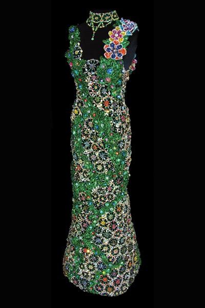 Philli, из бисера делают даже платья.