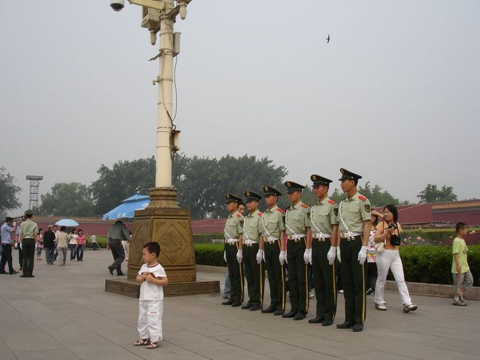 Более того по китайским милиционерам