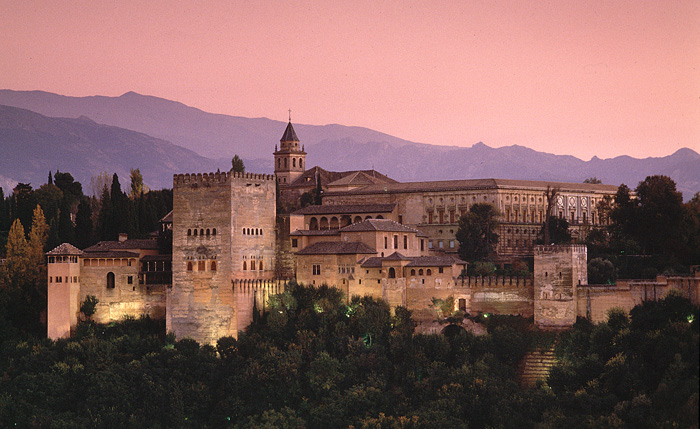 alhambra-castle outside (700x429, 138Kb)