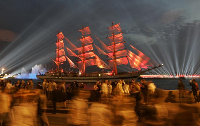 Праздник Алые Паруса в Петербурге (700x441, 126Kb)