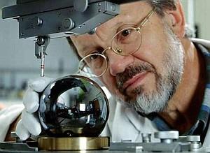 эталон килограмма из кристаллического кремния в виде шара