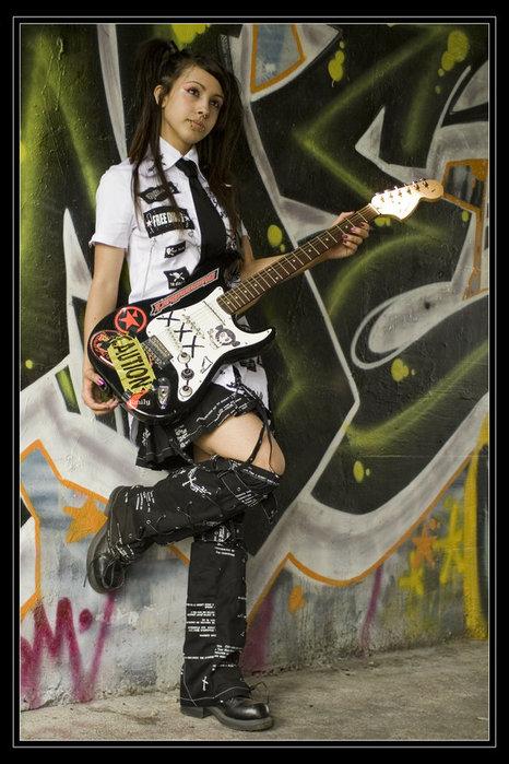 Фото на аву девушка с гитарой