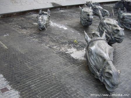 Памятник Шолохову Фонтан Кони