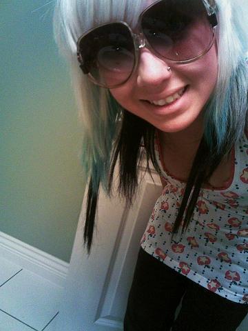 девушки фото блондинки в очках