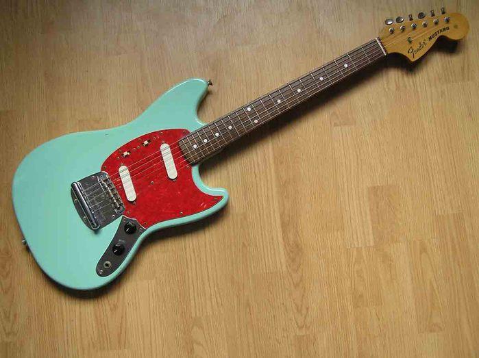 3238724_Fender_Mustang_Sonic_Blue.jpg