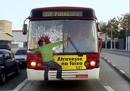Креативная реклама на автобусах.