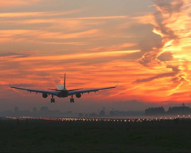 Правительство РФ начинает субсидировать авиаперевозки из Иркутска в Сочи и Санкт-Петербург