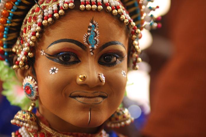 Индийский танцевальный макияж. www.sudieniesen.com.