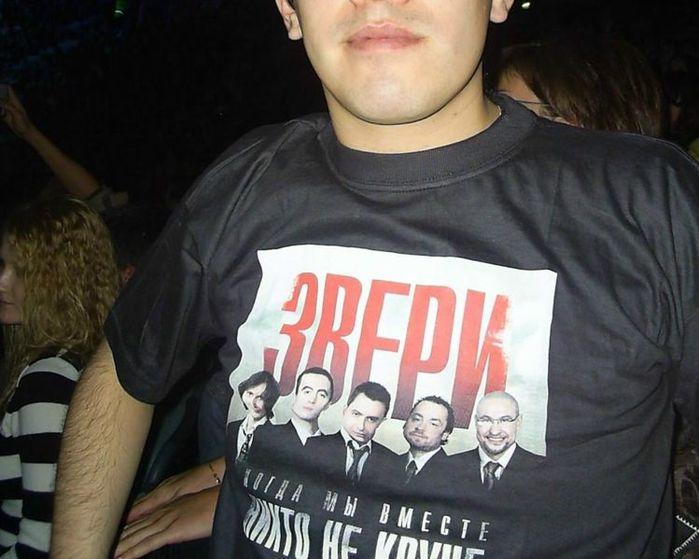 749px-Fan_de_Zveri_con_camiseta_en_concierto_del_grupo (699x559, 56Kb)