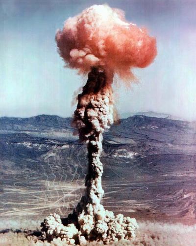 Ядерный взрыв (400x500, 70Kb)