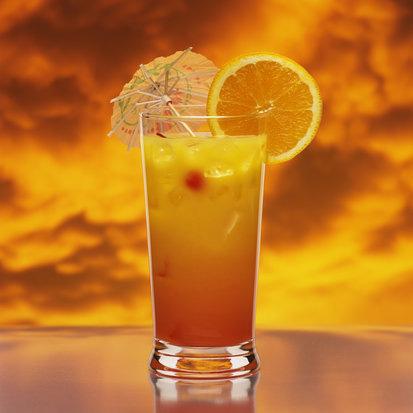 Делается из:текилы (50 мл), апельсинового сока (100 мл.), гранатового...