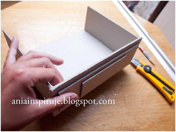 Комодик и рамочка для фотографий из картона. Мастер-класс (18) (700x526, 202Kb)