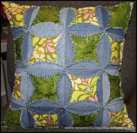 Декоративные подушки из джинс