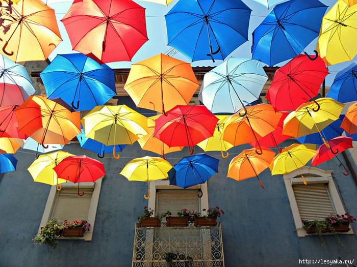 3925073_FloatingUmbrellas1 (700x525, 282Kb)