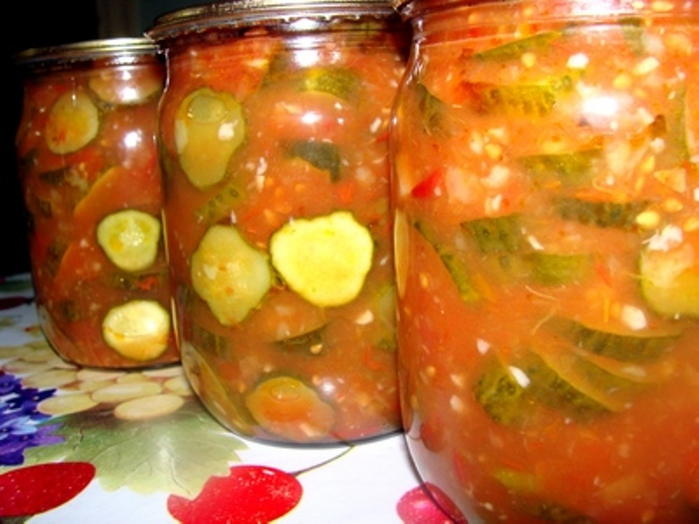 Консервированный салат из огурцов и помидоры на зиму