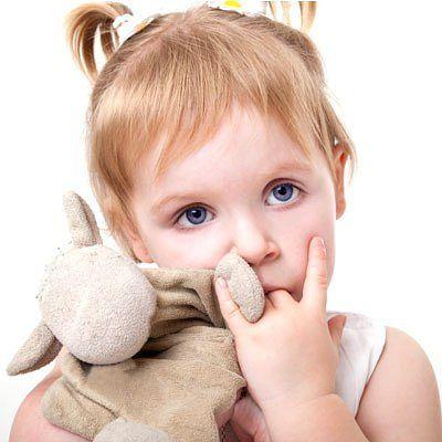 Как отучить ребенка сосать пальцы.