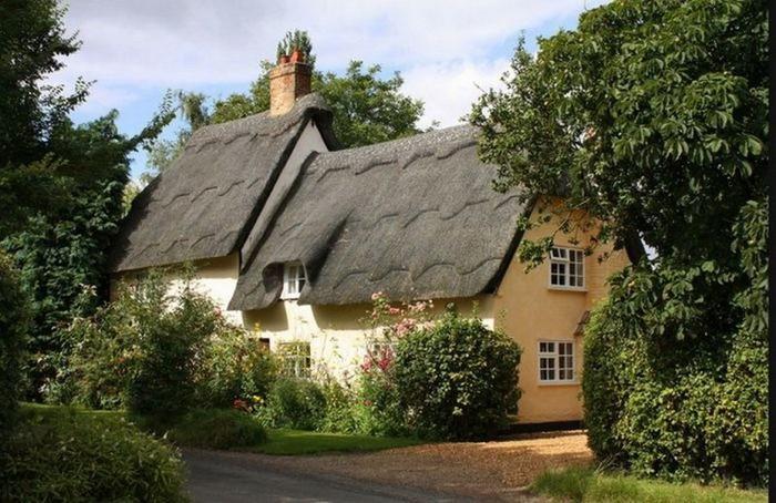 Красивые крыши английских домов/2822077_Krasivie_krishi_angliiskih_domov_2 (700x454, 107Kb)