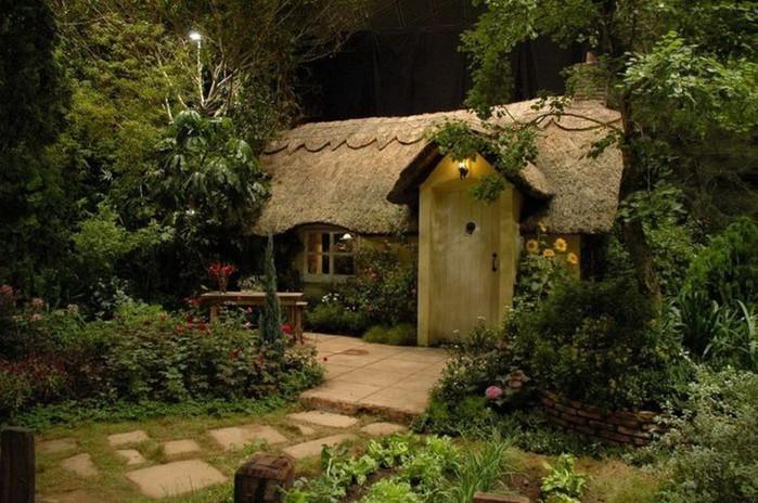 Красивые крыши английских домов/2822077_Krasivie_krishi_angliiskih_domov_7 (700x464, 113Kb)