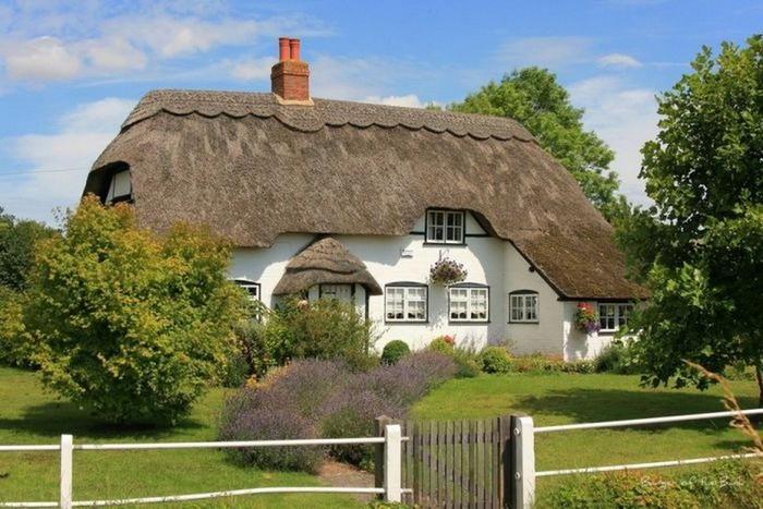 Красивые крыши английских домов/2822077_Krasivie_krishi_angliiskih_domov_9 (700x467, 102Kb)