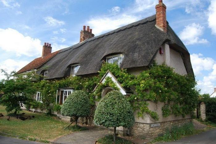 Красивые крыши английских домов/2822077_Krasivie_krishi_angliiskih_domov_12 (700x468, 92Kb)