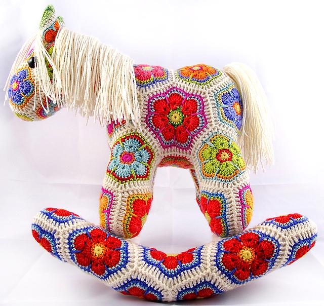 Лошадка крючком, игрушки вязанные.  Красивая игрушка от дизайнера Heidi Bears.  Есть схема вязания детали...