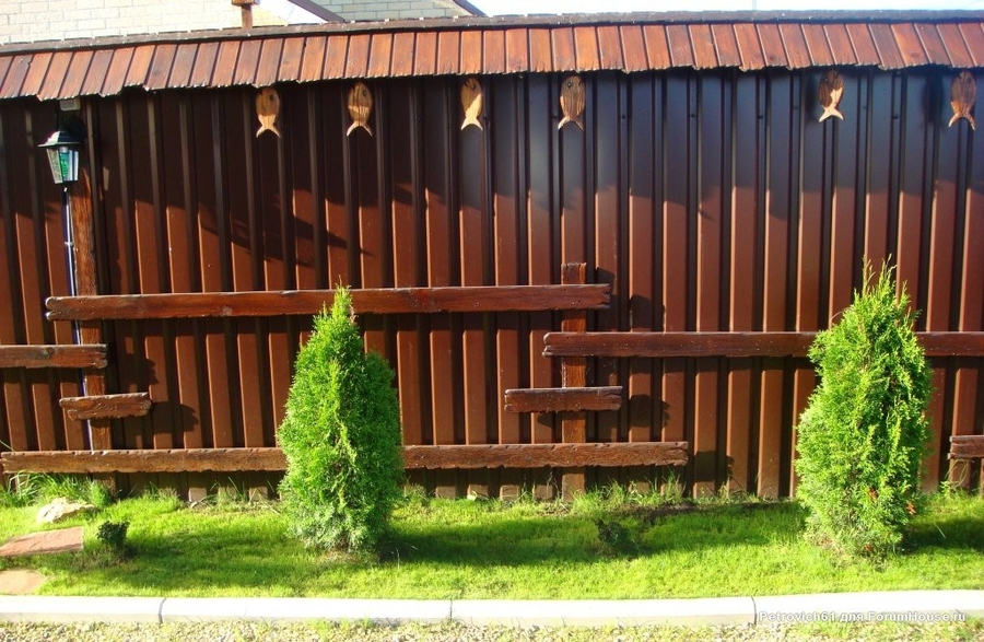 Как украсить забор из профнастила своими руками фото