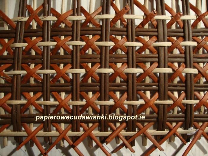 Плетение из газет. Газетница с интересным узором. Мастер-класс (19) (700x525, 309Kb)