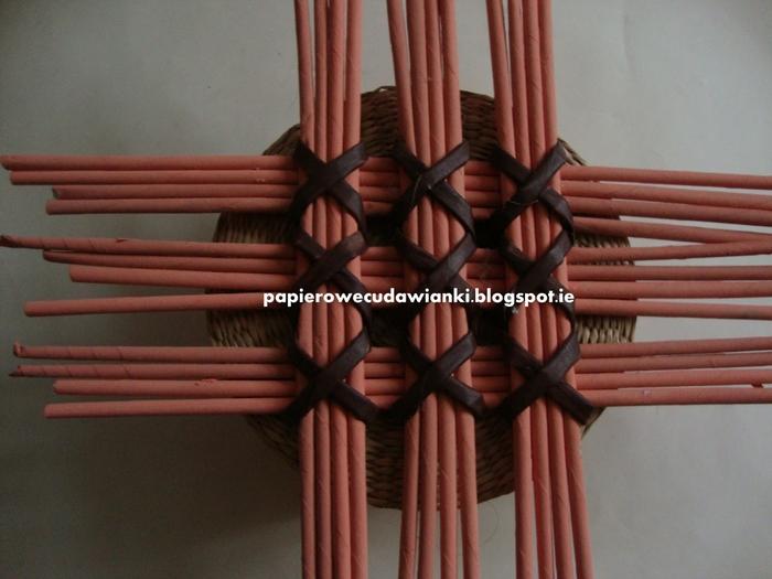 Плетение из газет. Узор для крышки корзинки. Мастер-класс (6) (700x525, 239Kb)