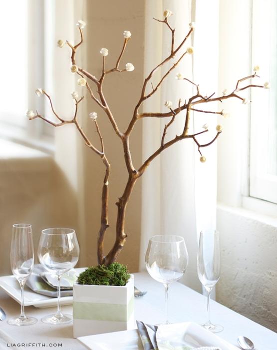 Декоративное деревце с бумажными розочками для украшения интерьера (5) (555x700, 205Kb)