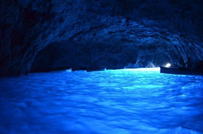 Голубой Грот на острове Капри (700x463, 34Kb)