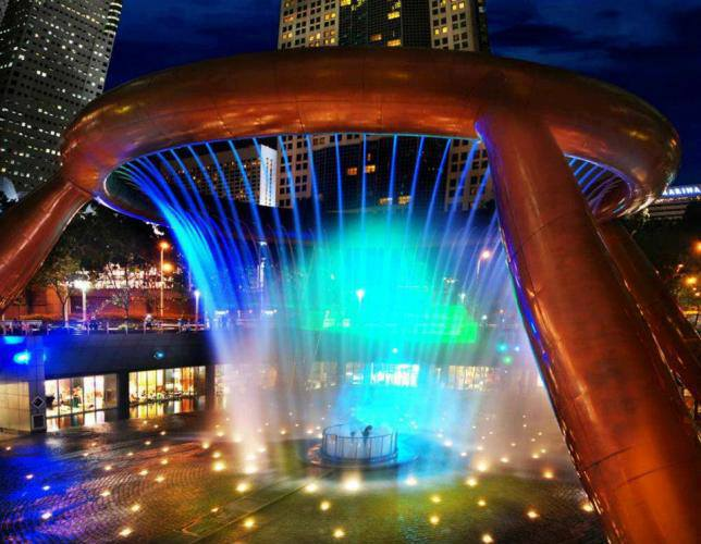 Фонтан Богатства находится в центре Сингапура (644x500, 53Kb)
