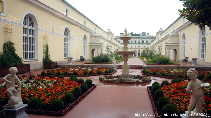 120727131251_hanging_gardens_of_hermitage_1_976x549_bbc (700x393, 209Kb)