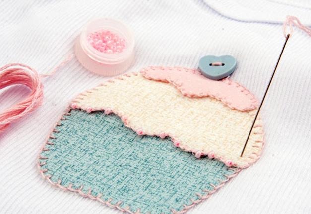 Простенькая аппликация кекса для украшения одежды новорожденного (6) (627x432, 515Kb)
